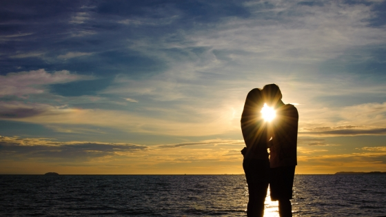 couple-lover-holiday-happy-silhouette-island-sea-beach